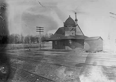 Kenwood Station